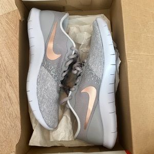 Nike Flex Contact Grey Rose Gold sneakers